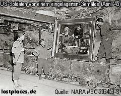US-Soldaten bgutachten ein eingelagertes Gemälde von Manet (April 1945)